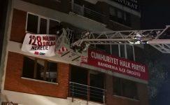 CHP'ye gece yarısı afiş operasyonu