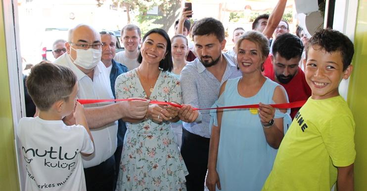 Mutlu Kulüp 6 törenle açıldı