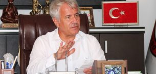İYİ Partili Öztürk, belediye başkanını topa tuttu