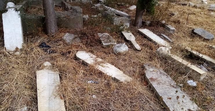 Eski Mezarlığın restorasyonunda top Onyedi Eylül Üniversitesinde